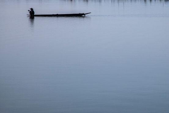 Fischerboot auf dem grossen Sumpf von Phayo.