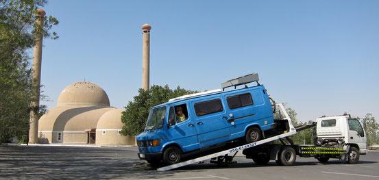 In Abu Dhabi werden wir zum ersten mal abgeschleppt.