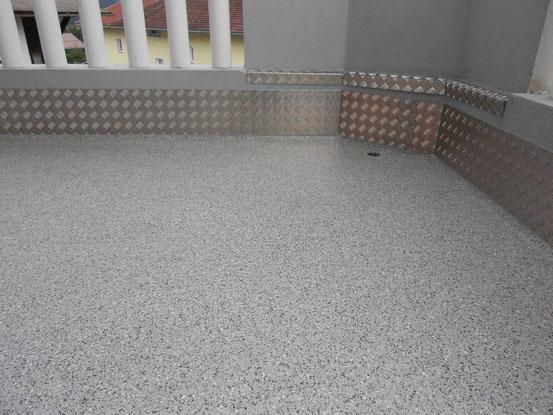 Balkon: Polyurethanharzboden UV-Beständig