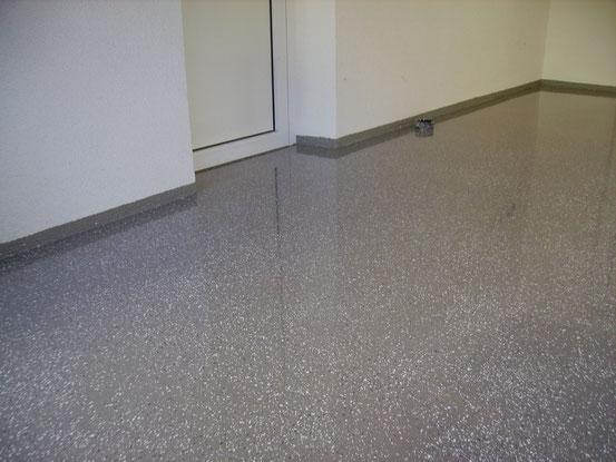 Garage: Epoxydharzboden mit Chipseinstreuung