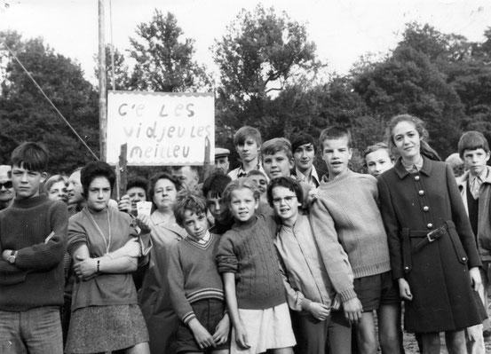 Jeux populaires au Parc (d'un côté la jeune génération...