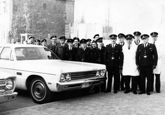 Réception par la Croix-Rouge de la nouvelle ambulance le 1 février 1970
