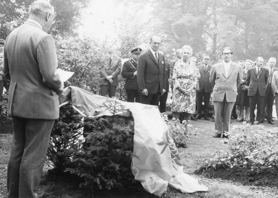 Inauguration de la plaque commémorative du Comte du Bois en présence d' Aglane au Parc de la Dodaine
