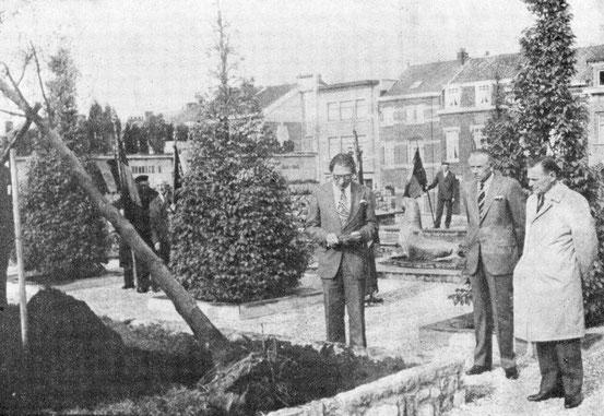 8 mai 1976 : plantation de l'arbre de la Liberté
