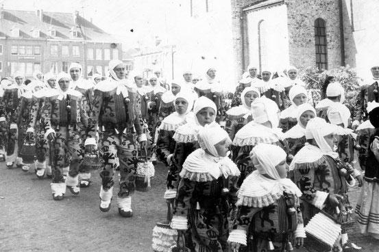 Les Gilles Nivellois partent pour HUIZINGEN en octobre 1969