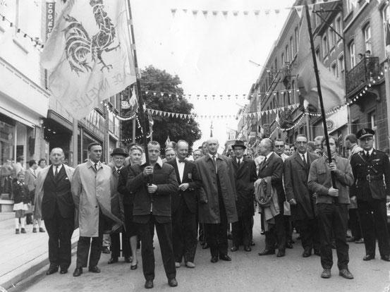 Départ du cortège officiel de la Rue de Namur (le 26/09/1970)