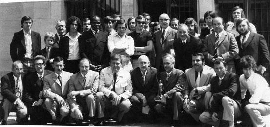 La grande famille du football nivellois réunie à l' Hôtel de Ville (pas d'année précisée)