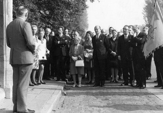 Allocution de l' Echevin René Dufond devant la famille du Bois et les autorités au Fonteneau