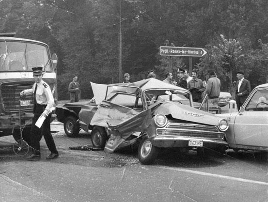 En septembre 1971, un grave accident de la circulation à proximité du Collège Ste Gertrude