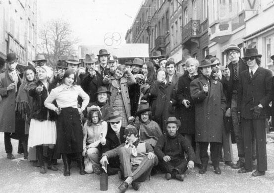 """""""La bande à Lamant"""" nom du char de la M.J.C présent au carnaval 1971"""