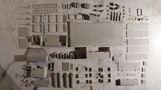Alle Teile sind von den Angüssen befreit worden. Somit kann der Zusammenbau beginnen.