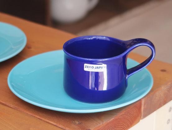 ターコイズブルーのプレートとZEROJAPANカフェマグスモール