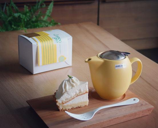 ZEROJAPANティーポットとレモンパイ洋菓子店のレアチーズケーキ