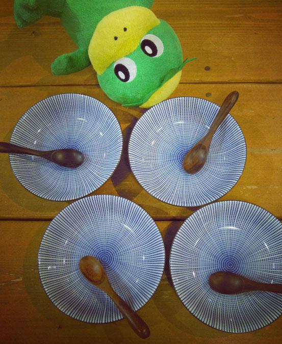 美濃焼深皿と木製スプーン