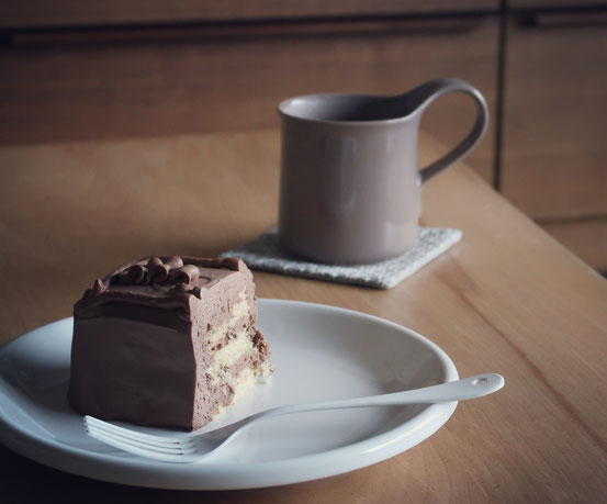 ZEROJAPANカフェプレートとトップスチョコレートケーキ