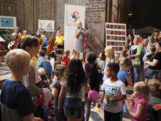 Begrüßung znd Eröffnung des Kinderfests 2016 der LichtwarkSchule im Museum für Völkerkunde – Foto: Dr. Reimar Palte