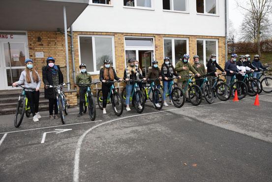 Die Klasse H9 der CFS Gemünden mit den neuen Mountainbikes.