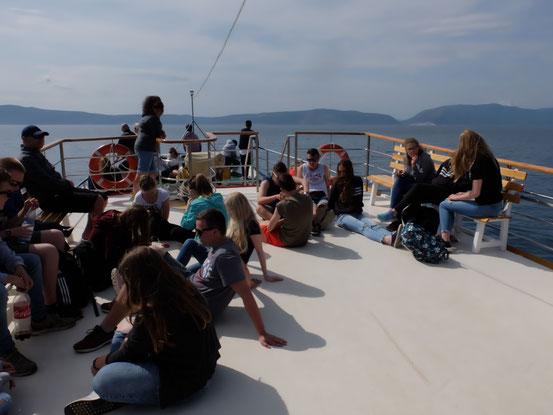 Wir genießen die Bootsfahrt