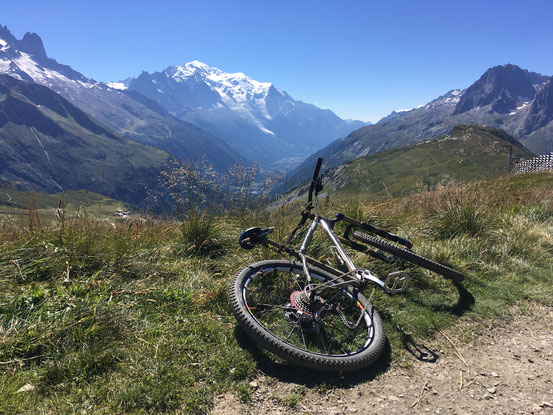 LEON BIKE と共に、France Chamonix にて。