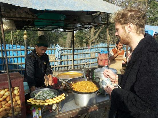 Frühstück in Lumbini...ich freu mich auf Deutschland. ..