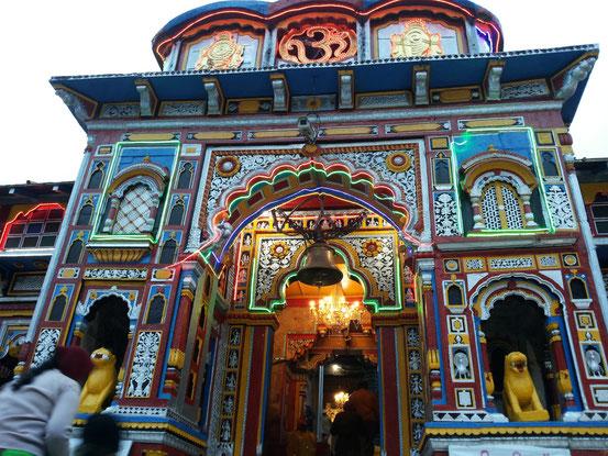 Tempel von außen in Badrinath