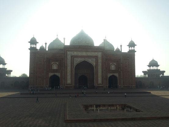 Die Moschee neben dem Taj Mahal...hier ist jeden Freitag Gebetstag