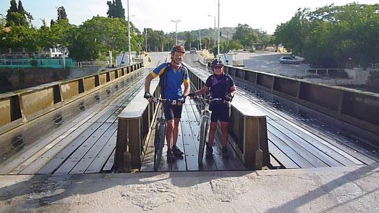 Versenkbare Brücke über den Kanal