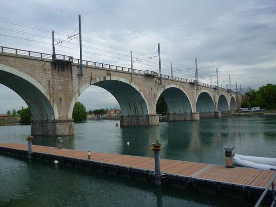 Brücke über den Mincio in Peschiera