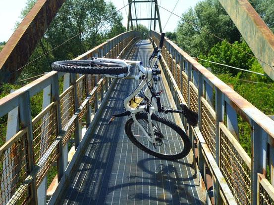 Hoppla, da ist die Brücke zu schmal