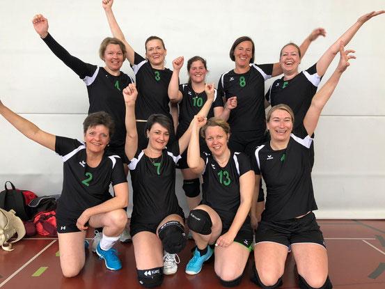 Die Ladies in Black sicherten am 6. April 2019 den Liga-Erhalt und strahlten um die Wette