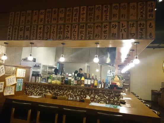 カウンター上部には串系のメニューがズラリ。お味はもちろん日本人でも満足のお墨付き!
