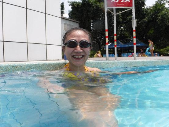 今年の初泳ぎ。と言うかこの日は泳げない愛ちゃんを指導です。早く泳げるようになってね~。