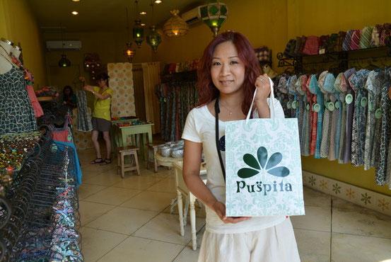 リゾートワンピが多く揃う「Puspita」は島内に何店舗かあるようです。ココはJCBカード利用で10%OFFでした。