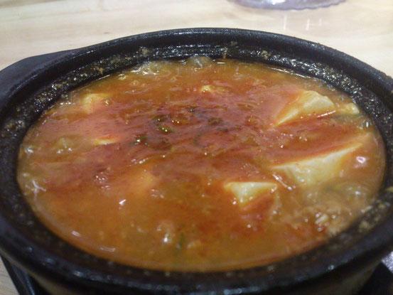 ピリ辛の「豆腐スープ」は韓国の味噌汁にチョットにてますね。