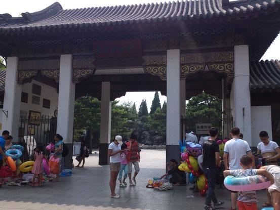 プールへ行くならこの東門が一番近いです。