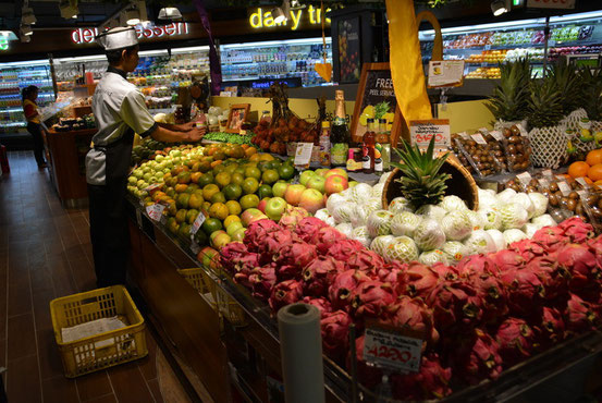 食べそこねた地元のフルーツなどもスーパーでゲット。南国ならではの品種が豊富です。