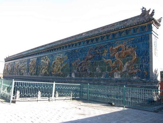 【おまけその1】そうそう忘れてた。 「九龍壁」へも行ってきました。と言ってもたいしたことなかったですね。北京の故宮にあるものと同じような感じでしたので。