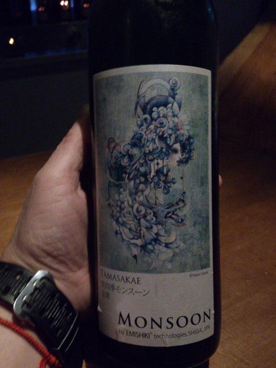 吉村さんからも「コレ珍しいねん」と一杯頂きました。日本酒やったと思います・・・。