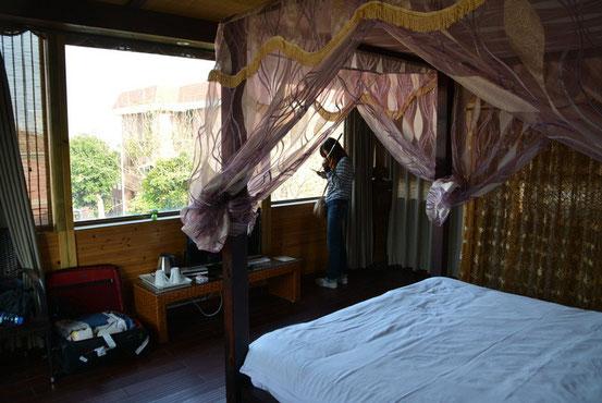 東側に大きな窓のある部屋で非常に開放的。ちょうどこの窓から厦門本島側の景色が見渡せます。