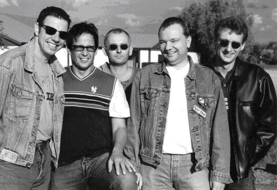 v.l.n.r.: Fred (hammond, key, bgr.voc), Marco (ld-voc, acc-g), Lupo (gi, bgr.voc), Paul (b, bgr.voc), Thomas (dr, bgr.voc)