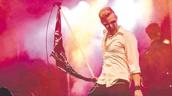"""Steven Haasemann ist, was Rock'n'Roller eine Rampensau nennen. Der Sänger und seine Bandkollegen sind auf der Bühne ein Ereignis. Das stellten sie vor Kurzem auch beim Dreieicher Stadtfest unter Beweis. Am 25. November rocken sie die altehrwürdige """"Krone"""""""