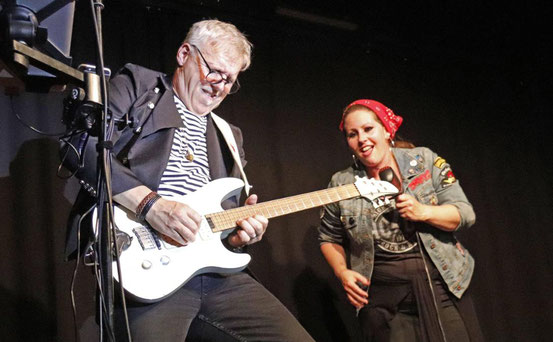 Rocken nach Corona: Sowohl fürs Publikum als auch für The Rockin' Two, Tom Jet und Inka Bertagnoll, war das erste Livekonzert nach der Zwangspause ein Erlebnis.  © Liz