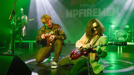 Ein Gitarrensolo jagte das nächste: Die Band Campfiremen aus Langen hatte das Publikum auf ihrer Seite. © Marc Strohfeldt