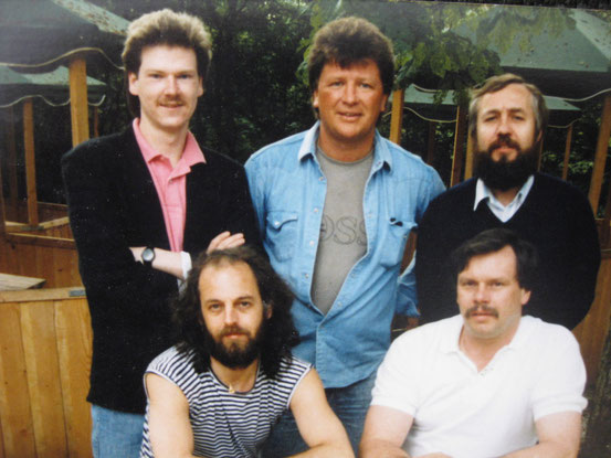 FAME mit Buddy Caine, 1988 Saalburg, v. l. n. r.: oben: Bodo Gutenstein, Buddy Caine, Rolf Ruppert; unten: Bob Meaker, Rainer Deparade