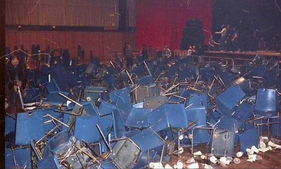 Relikt des Tumults: Ein Foto des damaligen Hausmeisters dokumentiert das Chaos. © Horst Weisse
