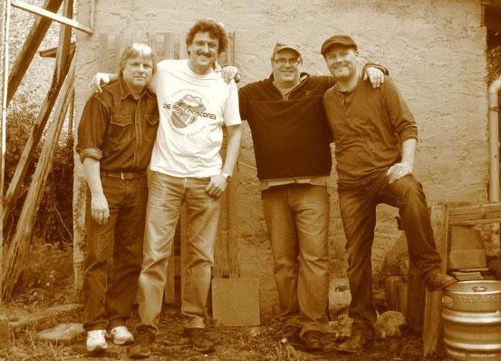 v. l. n. r.: Charlie Baier (dr/harp/voc), Robert Schäfer (b/voc), Peter Welzbacher (key) Mike Lanser (g/voc)