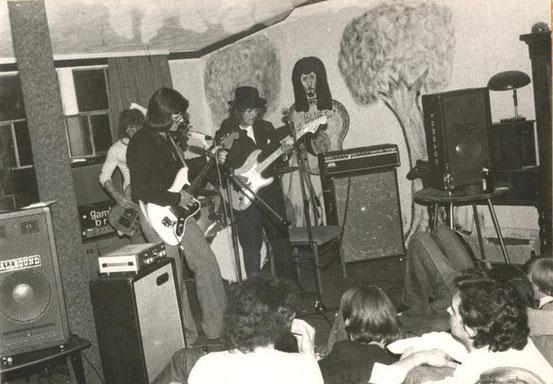 "Auftritt der Gruppe ""Gamblin' Brain"" (1975)"