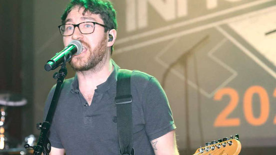 Geballte Ladung Rock: Inhuman um Sänger Jonas Fisch ließen es im Bürgerhaus krachen. Fotos: jost
