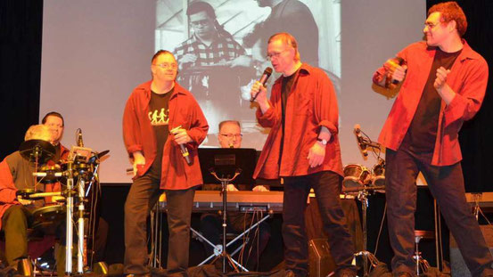Immer mit Leib und Seele dabei: Die Musiker der Combo-Band. © Michael
