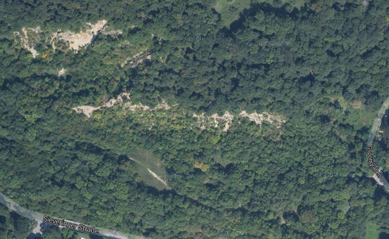 Der Römersteinbruch von Sievering westlich des Gspöttgrabens (Satellit-Scan: Google Maps)